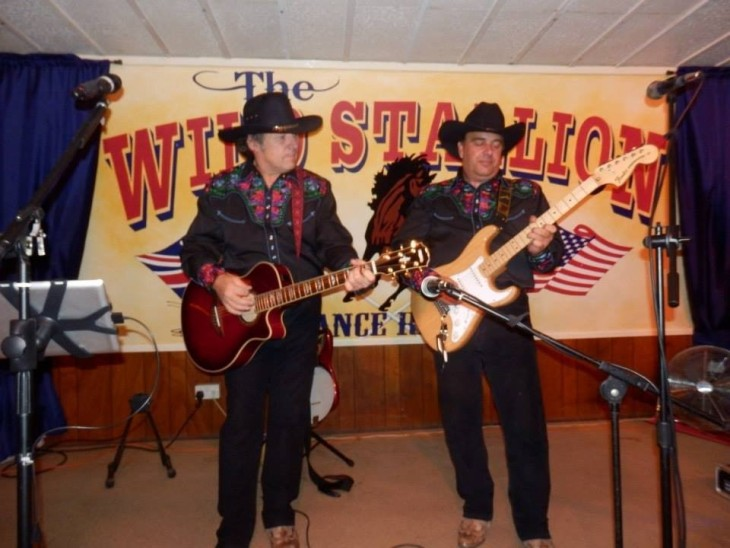 Kickin' Country (country & western)