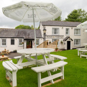 Pubs & bars that have a beer garden
