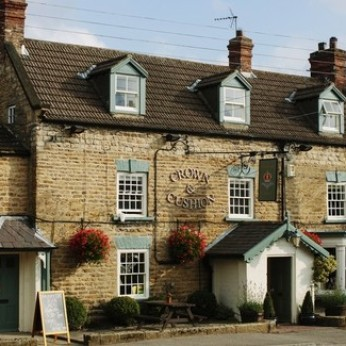Crown & Cushion, Welburn