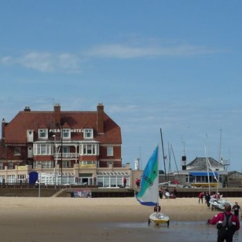 Pier Hotel, Harbour's Mouth