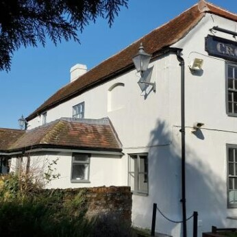 Crown, South Moreton