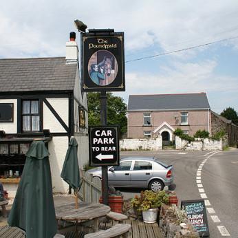 Poundffald Inn, Three Crosses