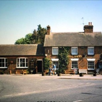 Click to view full size - Swan Inn, Edenbridge(photograph number 1)