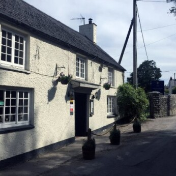 Fox & Hounds Inn, Llancarfan