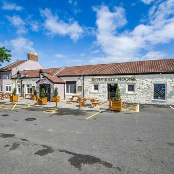 Click to view full size - Half Moon Inn, Choppington(photograph number 1)
