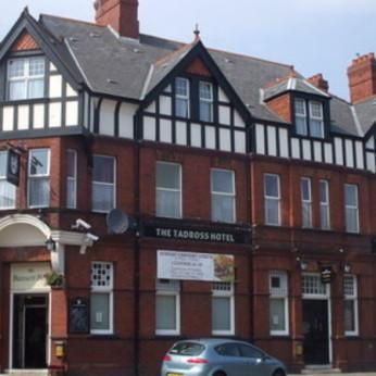 Tadross Hotel, Court