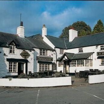 Druid Inn, Llanferres